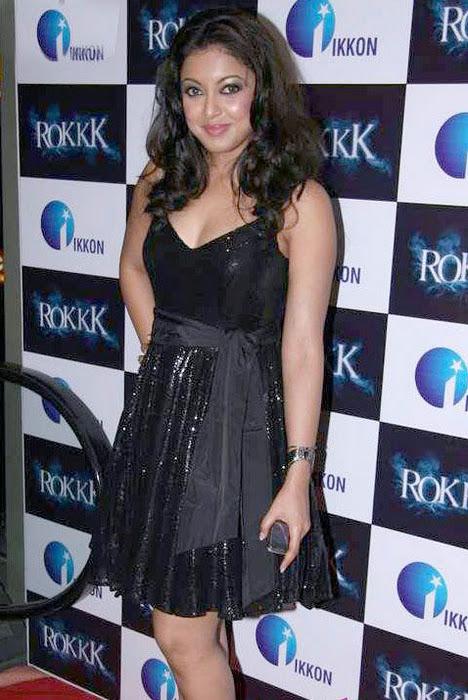 Tanushree Dutta Glowing in Shining Black Short Skirt @ Rokkk IKKON Event