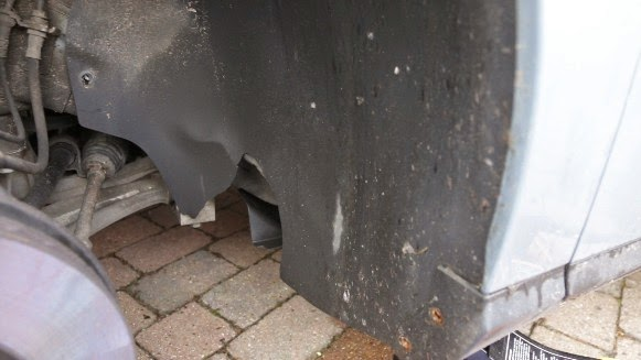 Damage to Passat wheel arch liner, T25 screws visible