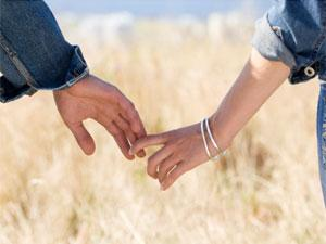 Top 5 Secrets For Lasting Love - two lovers holding hands