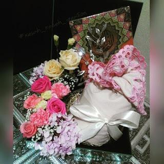 Gubahan hantaran fresh flower pink kuning {Al-quraan & telekung}