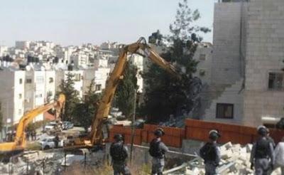 Tentara Zionis menghancurkan tiga apartemen Palestina di Yerusalem