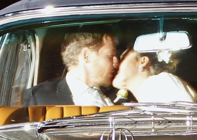 Drew Barrymore & Husband Share Kiss After Wedding ...
