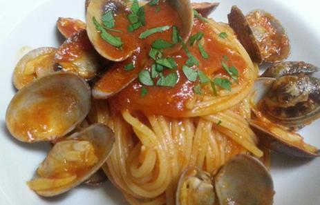 桃の節句のお祝いご飯をご自宅で:アサリのトマトソーススパゲティ