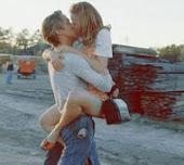 Por qué correr a darte un beso es lo que más necesito.