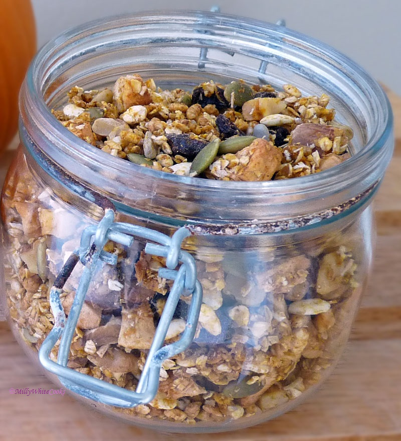Low-Fat Walnut, Apple & Cinnamon Granola