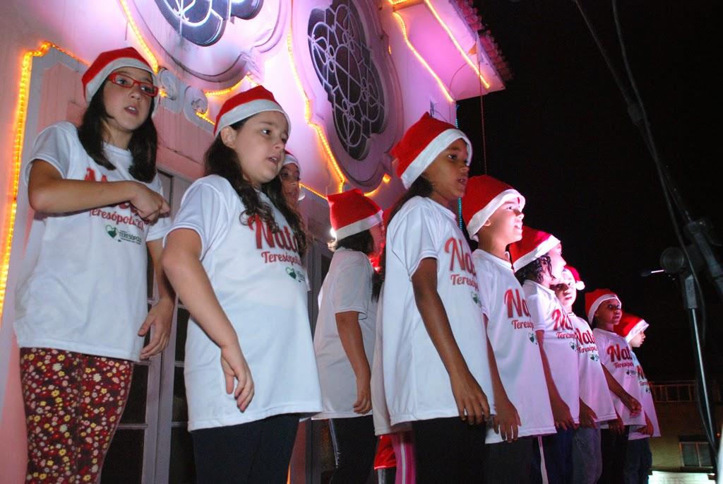 Cantata de Natal realizada pelo coral infantil da Escola Municipal Aclimea de Oliveira Nascimento