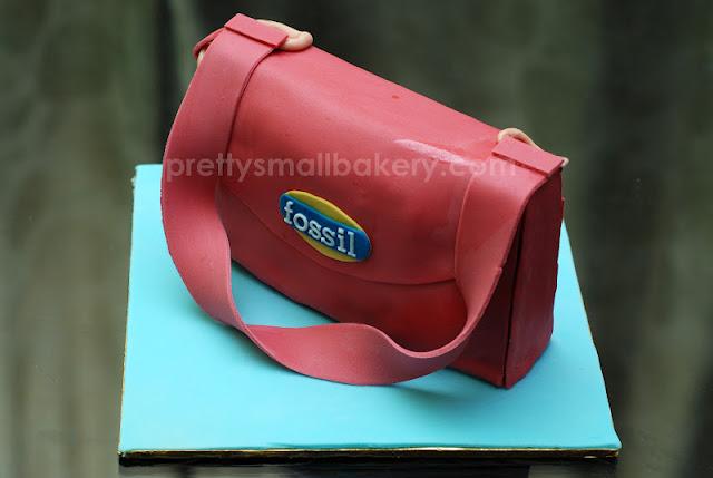 kek hadiah bentuk bag