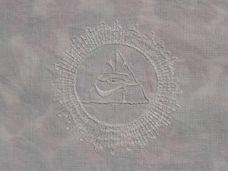 Lommetørklæde med broderi. Horus Øje.