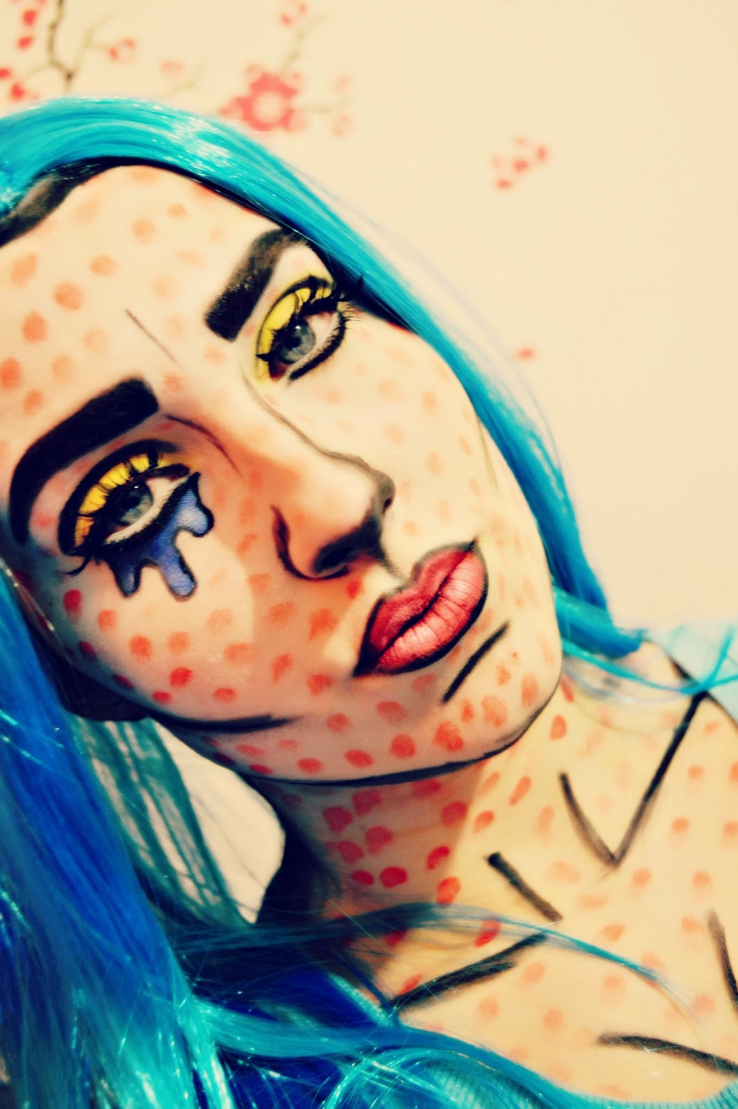 pop art makeup, comic book makeup, comic girl, Lichtenstein. comic