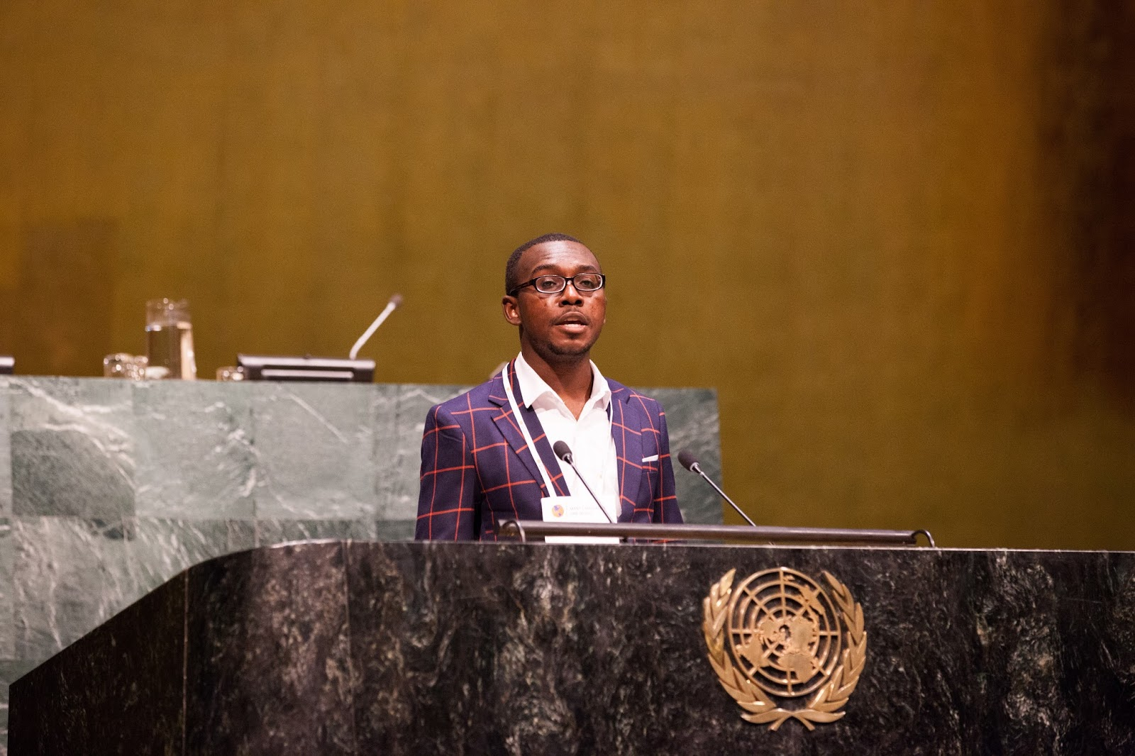 els and the united nations sponsor many languages one world elvis amissah at the un podium
