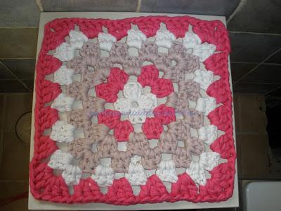 Granny de la abuela realizado a crochet con trapillo