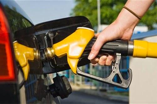 Harga minyak petrol RON97 turun, harga minyak petrol RON97 jatuh, harga terbaru minyak petrol November 2014 RM2.55, harga petrol turun 20 sen seliter, minyak petrol RON97 tiada subsidi kerajaan, harga asal RON97 RM2.75 seliter