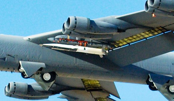 X-51A Waverider di sayap B-52 Stratofortress