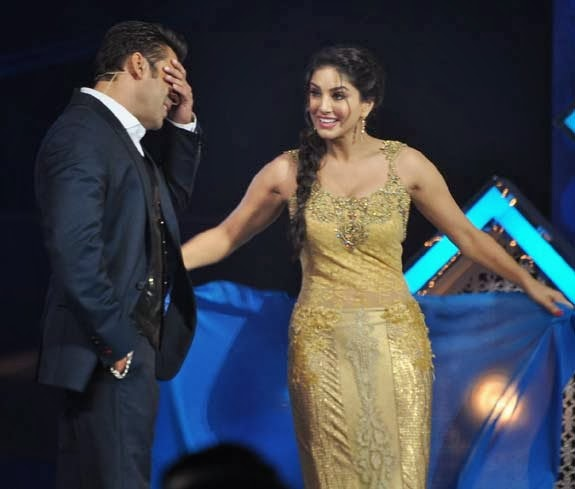 Salman khan teach the sunny leon tie the saree entertainment plus