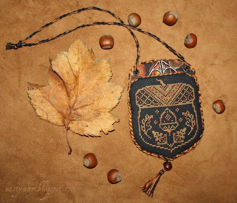 Дубовые листочки и желуди