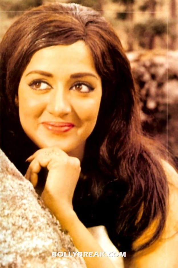 Hema Malini Face Close Up Wallpaper - Hema Malini Face Close Up Wallpaper