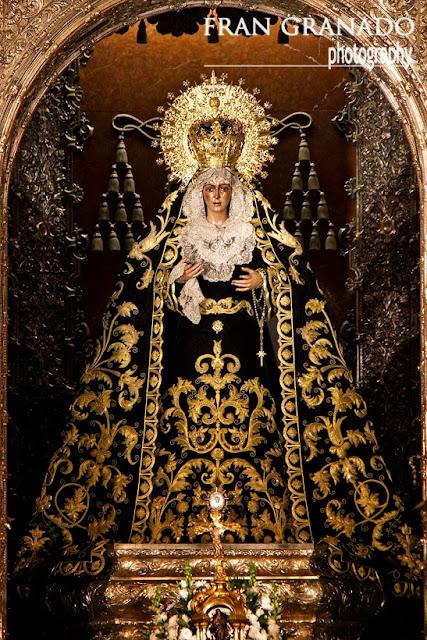 http://franciscogranadopatero35.blogspot.com/2013/11/la-virgen-macarena-vestida-de-luto.html