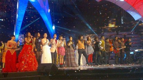 Konser Telekomsel ke 16 & Trans TV Menampilkan Ikang Fawzi Penyanyi Rock dgn Kain Indonesia