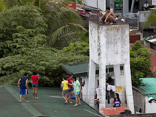 """Cebu_earthquake_photo_Climb_rooftop_following_Tsunami_Alert"""