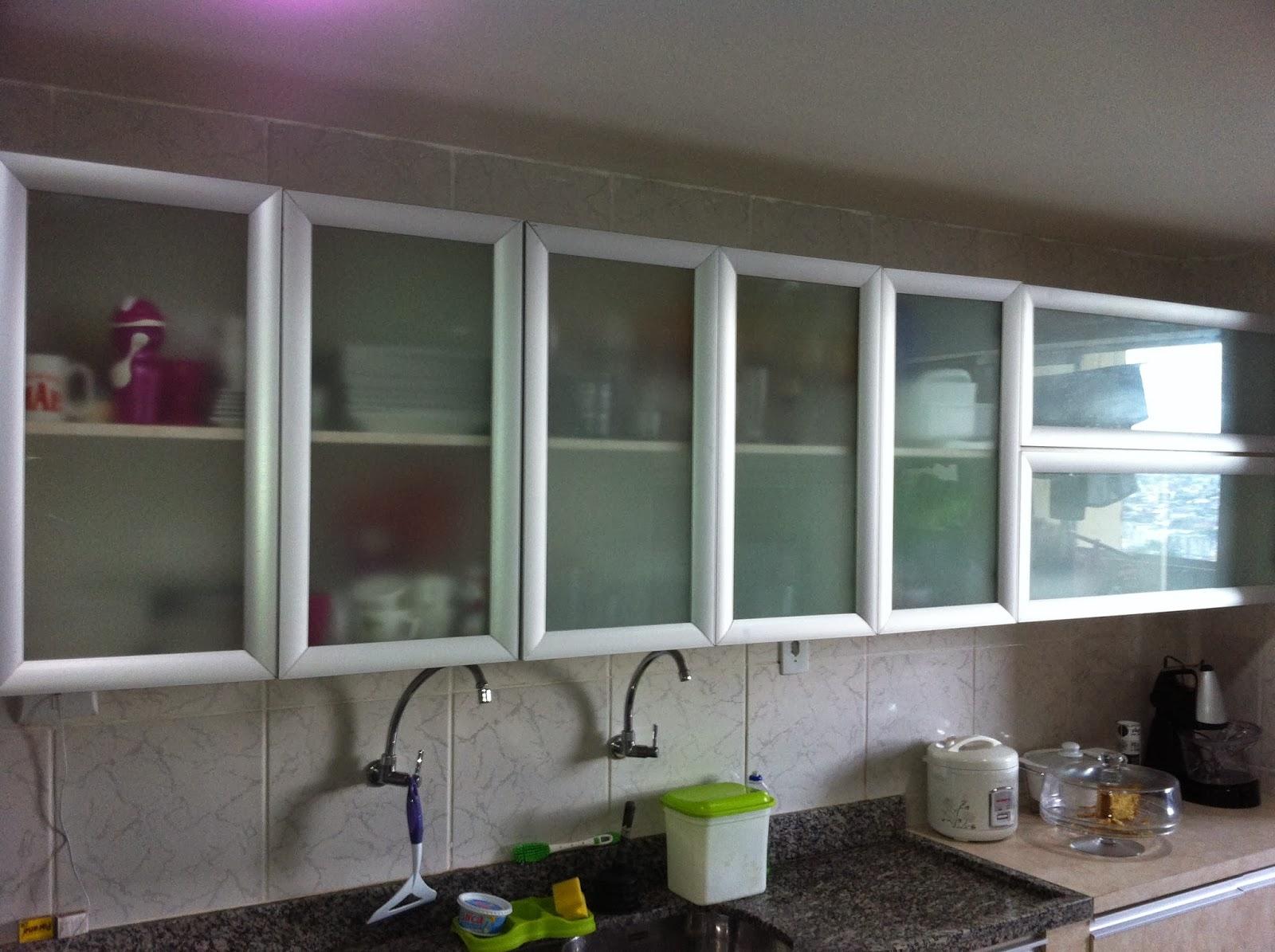 cozinha planejada com forno de embutir #576A74 1600 1195