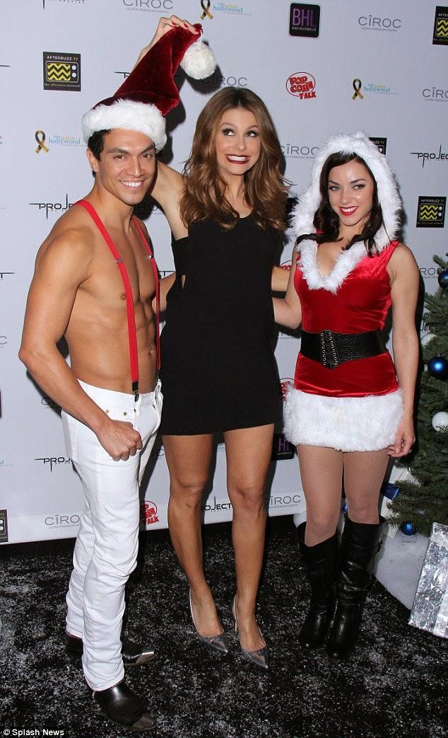 الممثلة الأمريكية ماريا مينونوس مع صديقها كيفن أندرجارو خلال حفل خيري في هوليوود