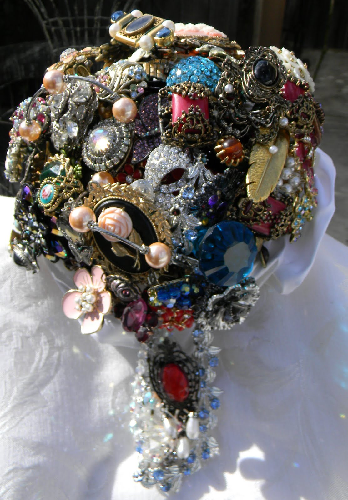 original vintage brooch bouquet artist brooch bouquets. Black Bedroom Furniture Sets. Home Design Ideas