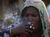 Isteri suruh pilih; Antara hisap rokok atau hisap payudara