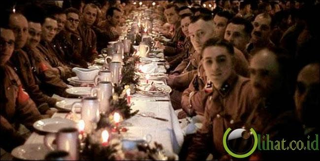 Nazi rayakan Natal
