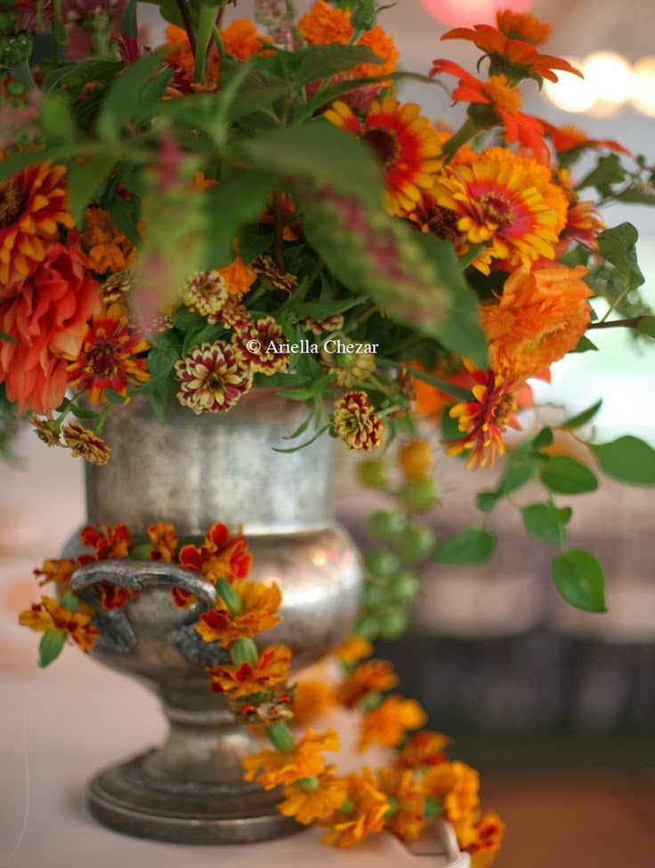 Focal point styling decorating with urns for autumn for Autumn flower decoration