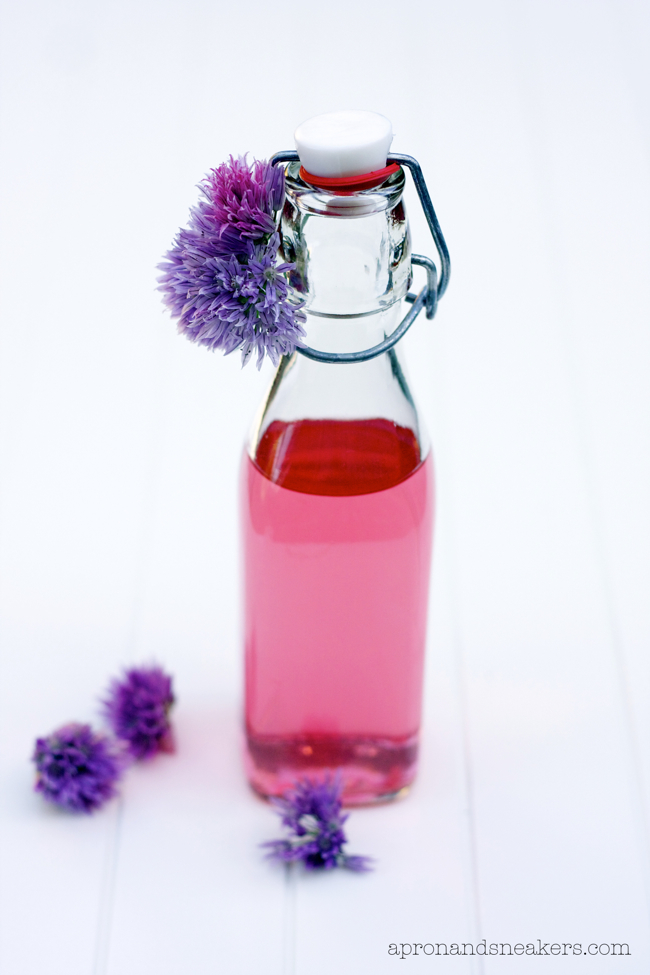 ... - Cooking & Traveling in Italy and Beyond: Chive Blossom Vinegar