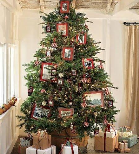 Голяма елха с украса от снимки