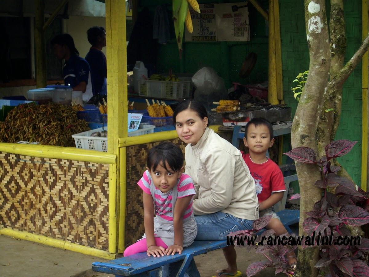 Pedagang Kecil dan Aneka makanan Walini Rancawalini