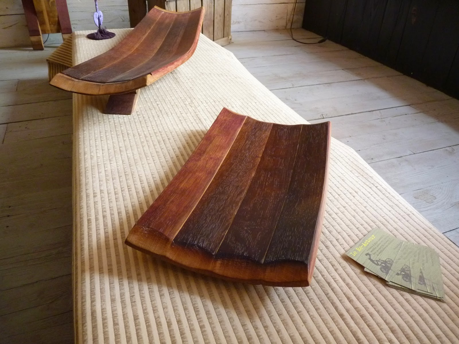 le re acteur plateaux de pr sentation douelle de barrique trays barrel stave presentation. Black Bedroom Furniture Sets. Home Design Ideas