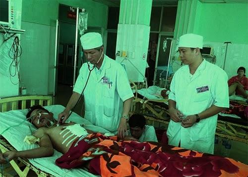 Gia Lai: Bệnh viện Quân y 211 - Cứu một bệnh nhân bị vật nhọn đâm xuyên phổi, hôn mê