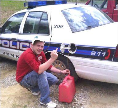 roba-gasolina-policía