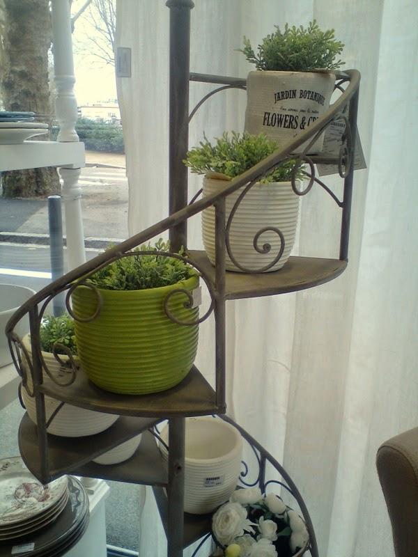 La demoiselle d 39 avignon et si toute la maison prenait un for Porte plantes interieur