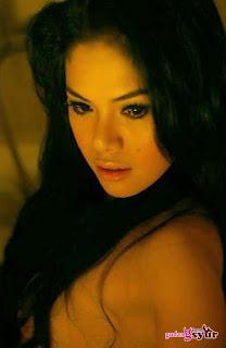 Nikita Mirzani Topless Photos