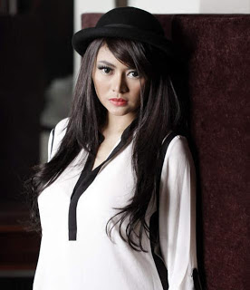 Foto Model Indonesia Vitalia Sesha