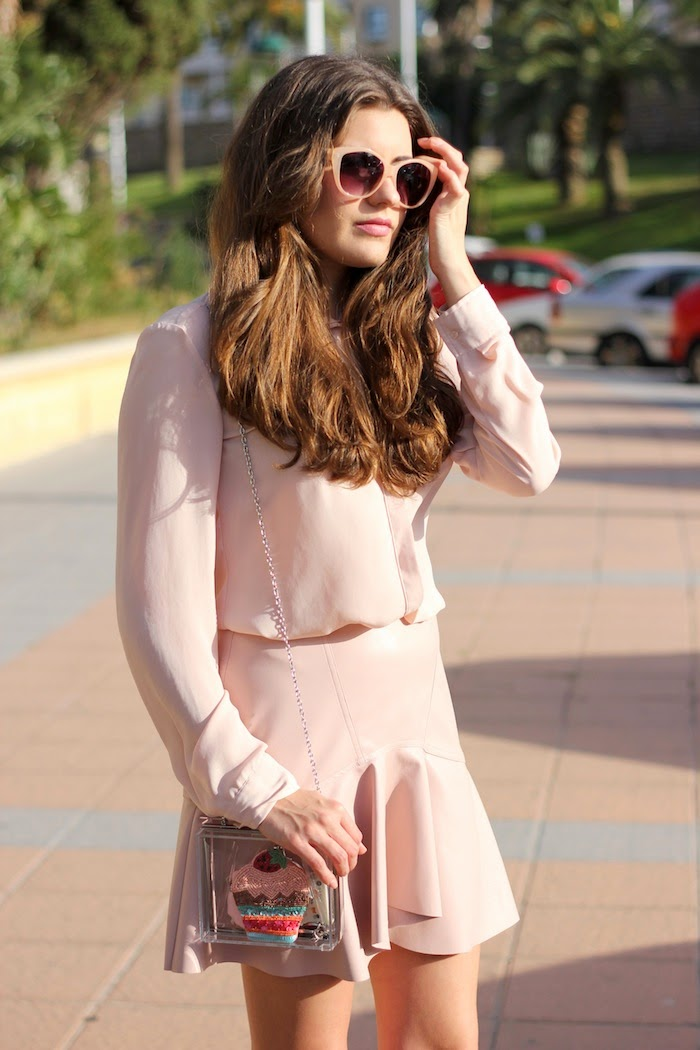 total_look_pink_rosa_outfit_falda_skirt_cuero_leather_zara_pastel_ss14_summer_2014_spring_streetstyle_cupcakes_clutch_transparente_stradivarius_angicupcakes01