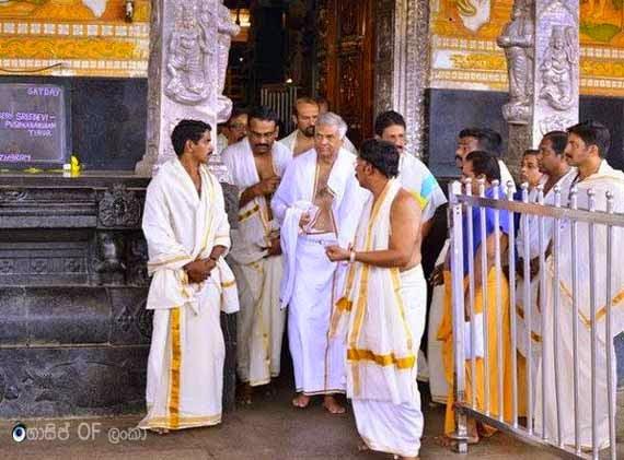 Sri Lankan Prime Minister Ranil Wickramasinghe donates 77 kilograms of sandalwood