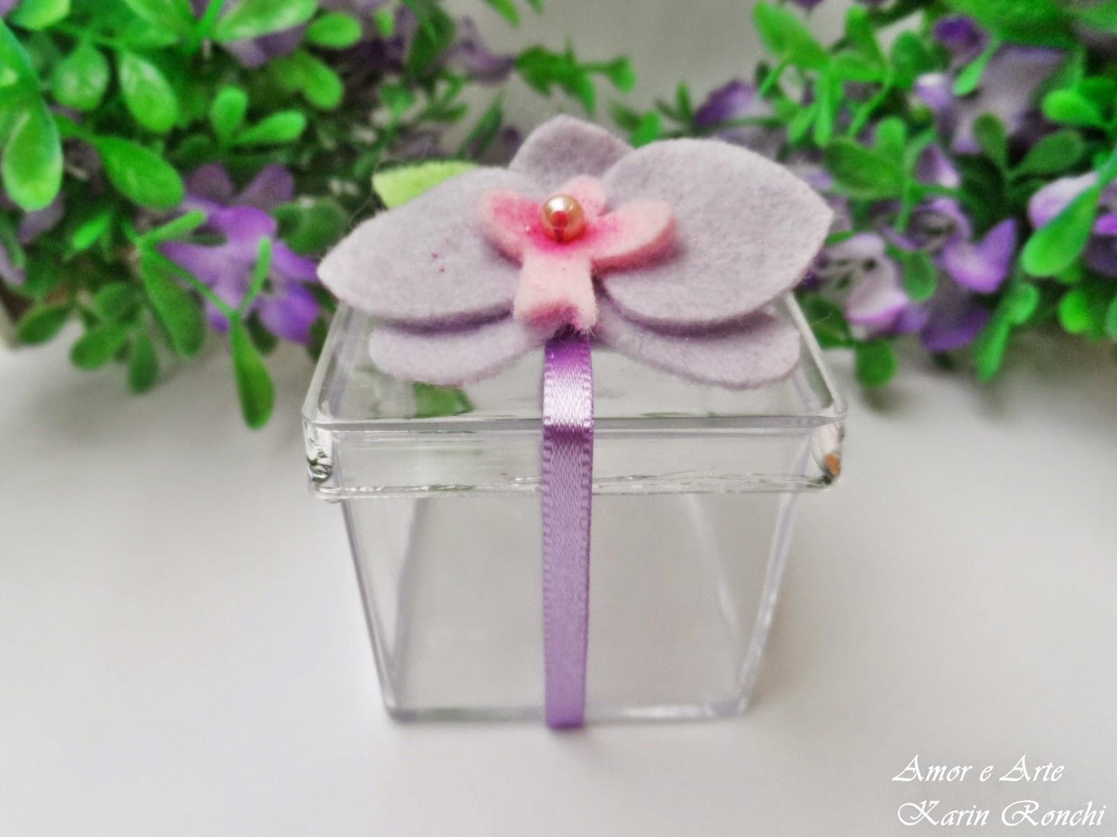 Lembrancinhas Personalizada: Caixa acrílica + Orquídea em feltro
