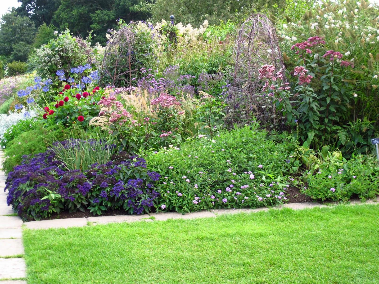 En el jardin inglaterra con escalas parte ii for Canteros de jardin