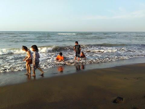 Wisata Pemalang - Melipir Ke Pantai Kaliprau yang Masih Asri