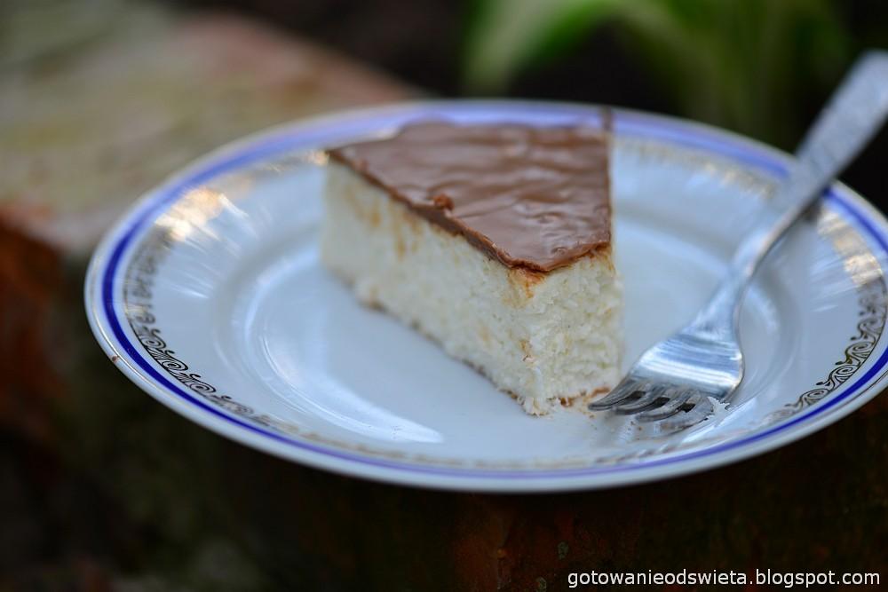 kawałek sernika kokosowego