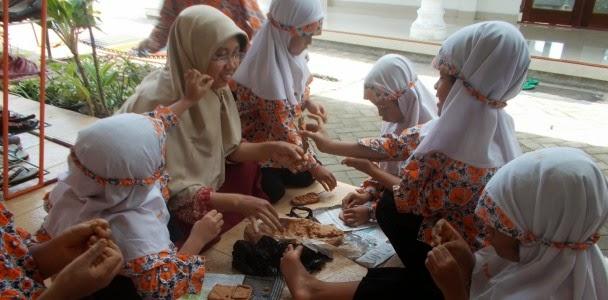 Special day, Membuat Peta Indonesia dari Bubur Koran