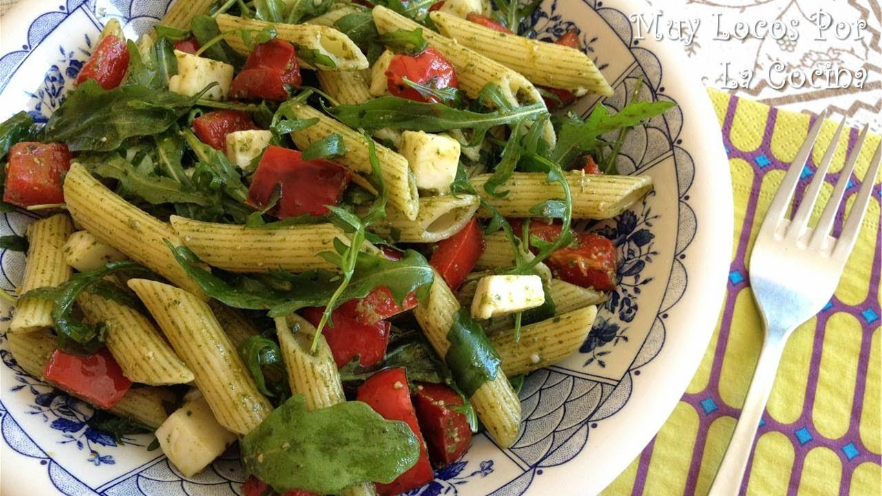 Ensalada de Pasta, Mozzarella, Pimiento Rojo, Rúcula y Pesto de Albahaca