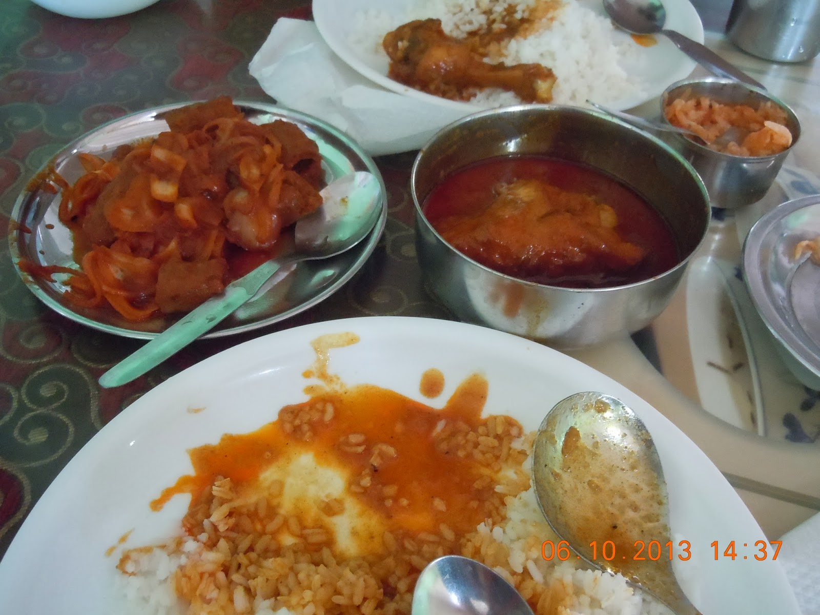 Kashmiri Chicken Curry and Rice we had at Prince,Pahalgam. On the left ...
