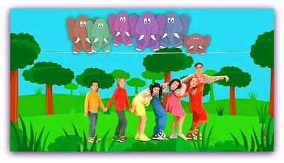"""Imagem do clipe com Os Caricas cantando """"Um Elefante"""""""