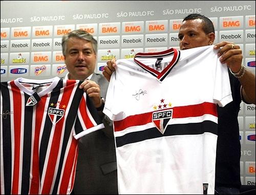 2e49294cea ... o departamento de marketing do São Paulo lançou nesta sexta-feira uma  nova camisa que tem como principal alvo o torcedor das classes mais ...