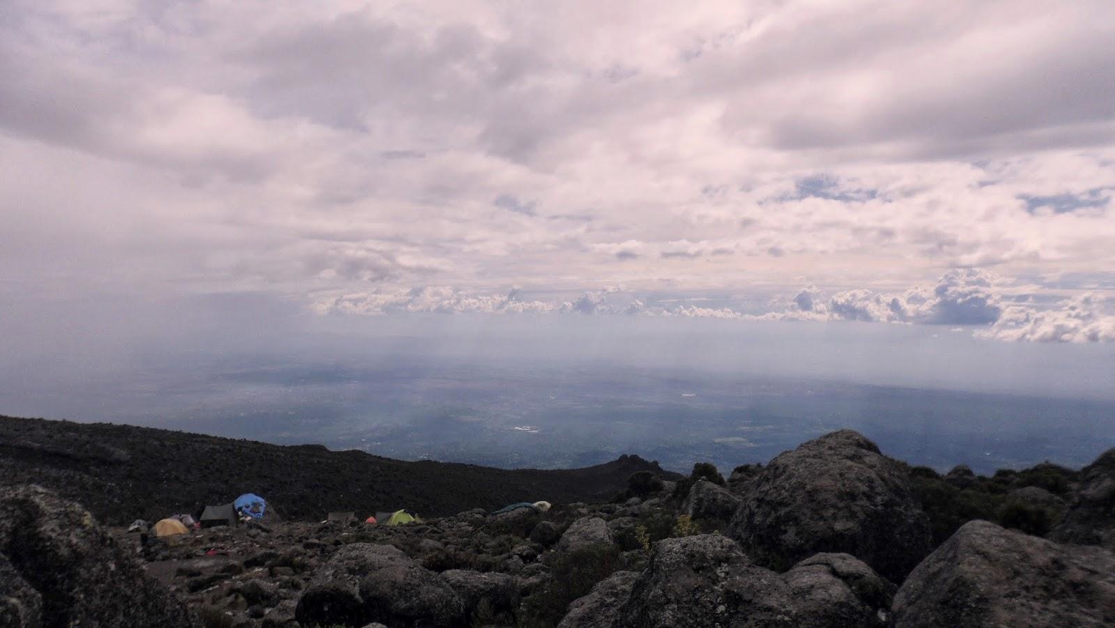Vistas-del-valle-y-Moshi-desde-Karanga-Hut